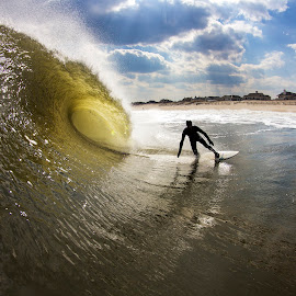 Ben Bottom Turn by Dave Nilsen - Sports & Fitness Surfing