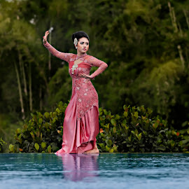 dancing on water by Jhon Welly - People Portraits of Women ( canon, model, indonesia, east java, traditional, fotograf )