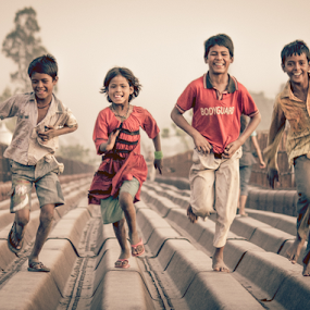 They Play by Jatin Malhotra - Babies & Children Children Candids ( games, street, play, fun, kids, childhood )