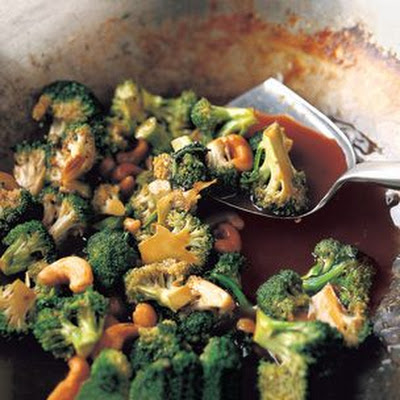Stir-Fried Broccoli with Cashews and Dark Soy Sauce
