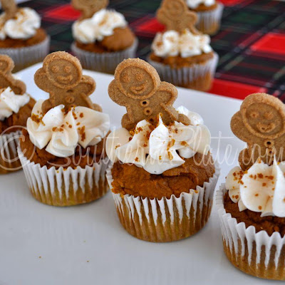 Quick Gingerbread Topped Muffins
