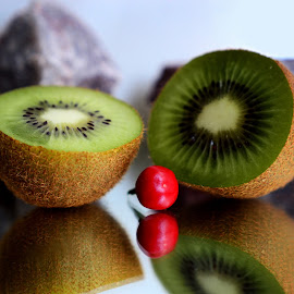 Kiwi slices by Prasanta Das - Food & Drink Fruits & Vegetables ( kiwi, composition )