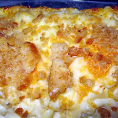 Home Style Macaroni and Cheese W. Sweet Roll Bread Crumb Topping