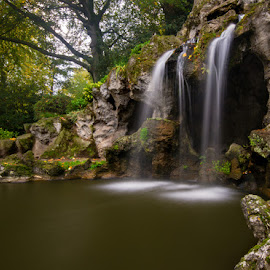 Fall in the park by Angela van Wel - Landscapes Waterscapes ( waterfall fall park water pond )