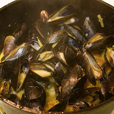 Mussels with Garlic & White Wine