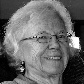 Mom by Donald Henninger - Novices Only Portraits & People ( wrinkles, portraits of women, black and white, relaxed, woman, smile, smiling, grandmother, portrait, aged )