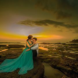 Love In Sunset by Mike Tan - Wedding Bride & Groom ( mike tan, bali, prewedding, wedding, indonesia, photographer, penang, malaysia )