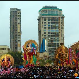 Ganesh Visarjan by Mihir Shah - News & Events World Events ( ganpati visarjan, ganesh, crowd, people, religious )