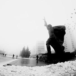 the soldier by Giuseppe Conti - City,  Street & Park  Street Scenes ( street, scene di strada, nero, bianco, architettura )
