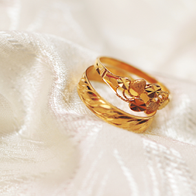 The Ring by Zakaria Sahli - Wedding Details ( canon, ring, malaywedding, artistic, object, gold )
