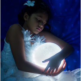 Sleeping Beauty by Veera Kesari - Digital Art People ( fantasy, moon, twilight, sleep, kid )