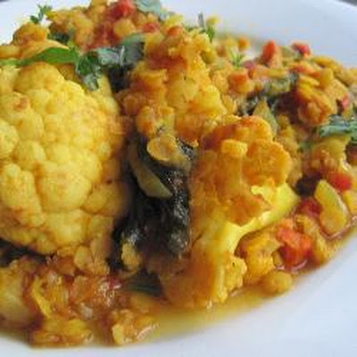 Tomato, Cauliflower And Lentil Curry
