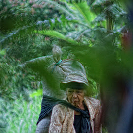 mbah  by Arief Wijayanto - People Street & Candids