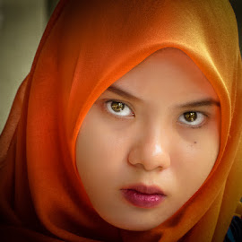look at me by Izhar  Hj.Ishak - People Portraits of Women
