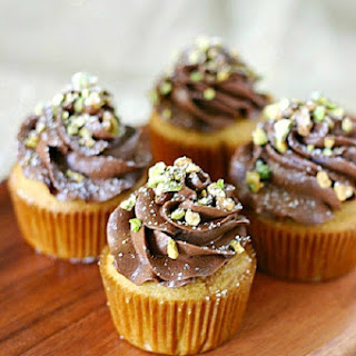 Cannoli Cupcakes With Chocolate Mascarpone