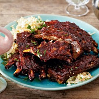 Ingwer-Spareribs mit Asia-Coleslaw