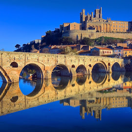 Pont Vieux at Beziers by Paul Atkinson - Buildings & Architecture Bridges & Suspended Structures ( languedoc, winter, beziers, stone, france, cathedral, road, architecture, bridge, design, herault, river )