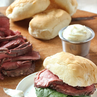 Beef Tenderloin Sliders with Horseradish Sauce