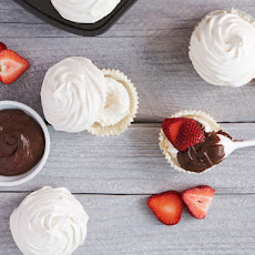 Meringue Cupcakes with Nutella and Strawberries