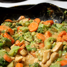 Chicken and Broccoli in Peanut Sauce