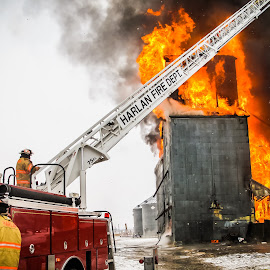 Grain Elevator Fire by Gary Wahle - News & Events Disasters ( iowa, portsmouth, grain elevator, firetruck, fire department,  )