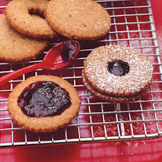 Hazelnut Linzer Cookies with Blackberry Jam