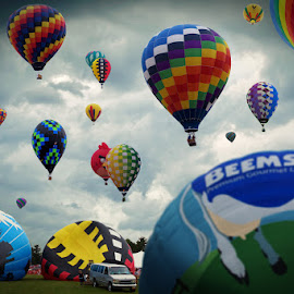 Balloon Liftoff by Benjamin Lehman - News & Events Entertainment ( sky, hall of fame, hot, air, pro football, balloons, balloon )