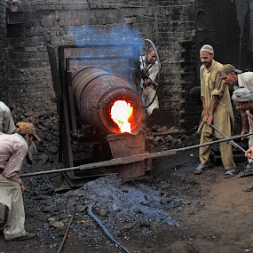When Iron melts by Sheraz Mushtaq - People Professional People ( pakistan, sheraz, lahore, hardworking, factory, mushtaq, workers, people, iron, labour, melt )