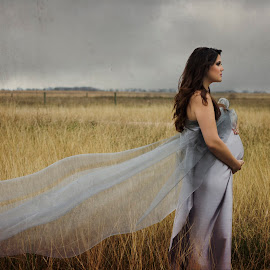 Fertile land by Johanna Bubela - People Maternity