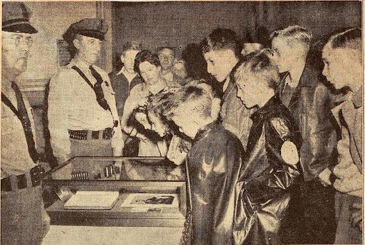 Schoolchildren in Lincoln, Illinois, view the Everett Copy of the Gettysburg Address, October 13, 1943.