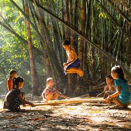 Traditional Game by Wisnu Widayat - Babies & Children Children Candids