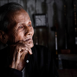 So far by Sơn Hải - People Portraits of Men ( think, thinking, viet nam, asia, poor, vietnamese, vietnam, old man, elderly, asian,  )