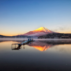 Misty of Yamanaka Lake by Nyoman Sundra - Landscapes Sunsets & Sunrises ( mountain, fuji, lake, sunrise, landscape )