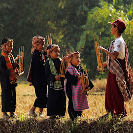 Playing Music Angklung by Bambang Kusaeri - Babies & Children Children Candids