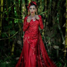 Lady in Red by Melvin Jimenez - People Fashion ( #reddress, #ladyinred, #meljimphotography )