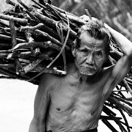 strong old man by Ngatmow Prawierow - People Portraits of Men ( canon, indonesianpeople, bw, zizigallerydotcom, portrait, banjarnegara )