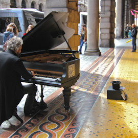 The Pianist on the Road by Felice Bellini - News & Events Entertainment ( piano, musical, road artists, pianoforte, musician, artist, pianist )