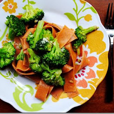 Tomato Cracked Pepper Pasta with Olive Oil and Broccoli Sauce