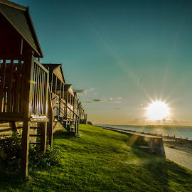 Beach huts    by Ronnie Rahman - Landscapes Beaches