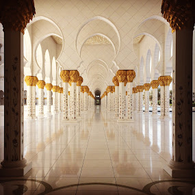 Sheikh Zayed Mosque by Samana Bukhari - Buildings & Architecture Places of Worship ( #abudhabi )