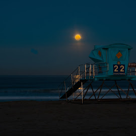 Moon setting over the Pacific by Kevin Mummau - Novices Only Landscapes ( moonsetting, moon, sunset, 22, beach, moonlight, moonrise )