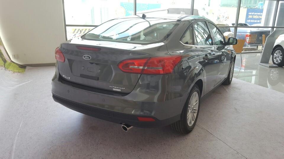 Xe Ford Focus 2018 phiên bản Titanium màu xám 06