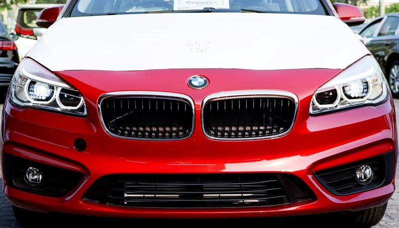 Xe BMW 218i Gran Tourer màu đỏ 03