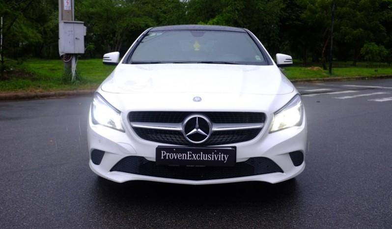 Bán xe Mercedes Benz CLA200 cũ 2015 màu trắng 02