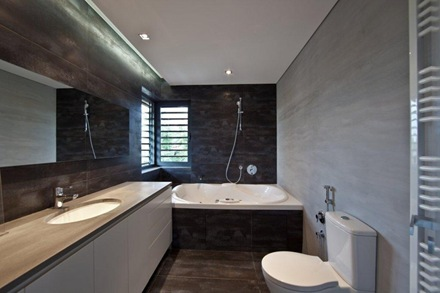 revestimiento-baño-piedra-negra