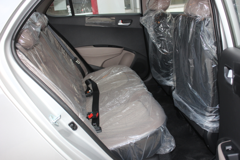 Xe Hyundai Grand i10 sedan 1.2MT Màu bạc 014