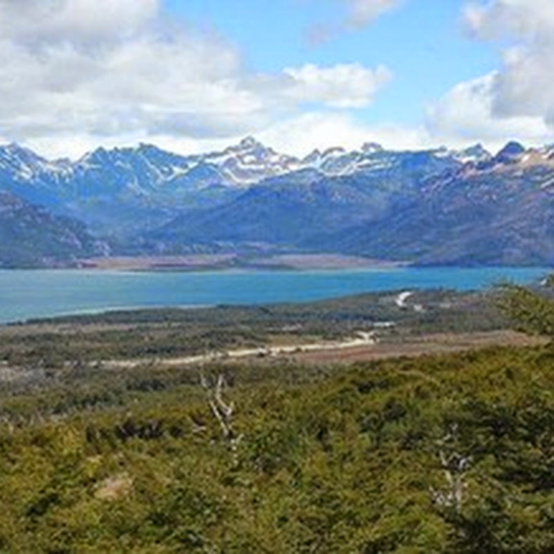 Lake Fagnano stands out for being the largest water body on Tierra del Fuego Island.