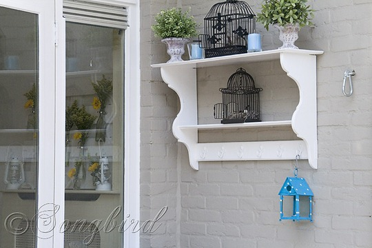 Garden Wall Shelf Summer Look