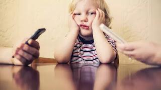 Sự khác biệt giữa những trẻ thường và không thường dùng điện thoại