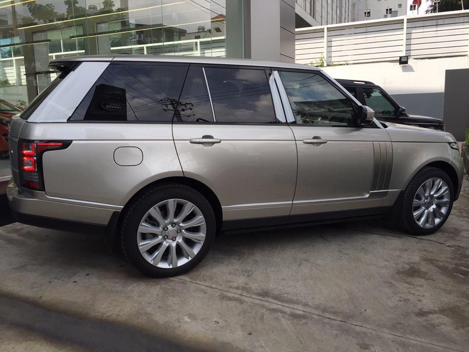 Xe Range Rover Vogue màu vàng cát 02